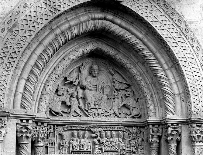 Eglise Saint Hilaire de Semur-en-Brionnais, portail