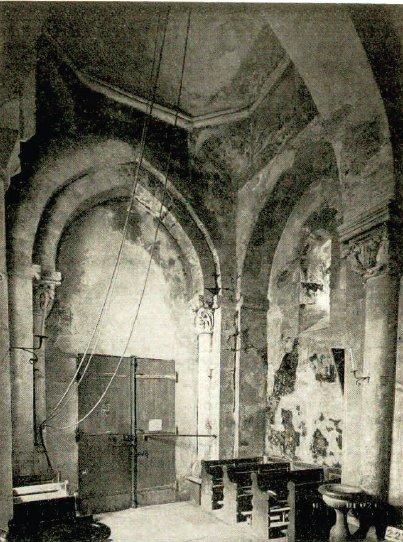 Travée sous le clocher de l'église de St-Julien-de-Jonzy