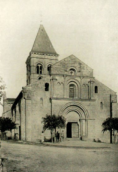 Façade et clocher de l'église de Varenne-l'Arconce