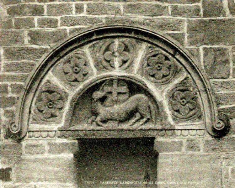 Tympan de la porte latérale sud de l'église de Varenne-l'Arconce